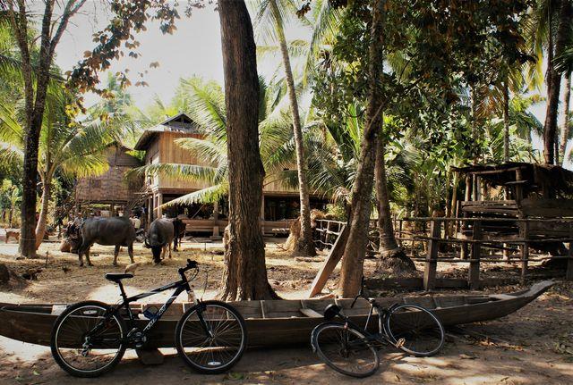 Cambodja - Kratie - fietsen in de community